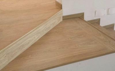 Forrado de escalera de madera